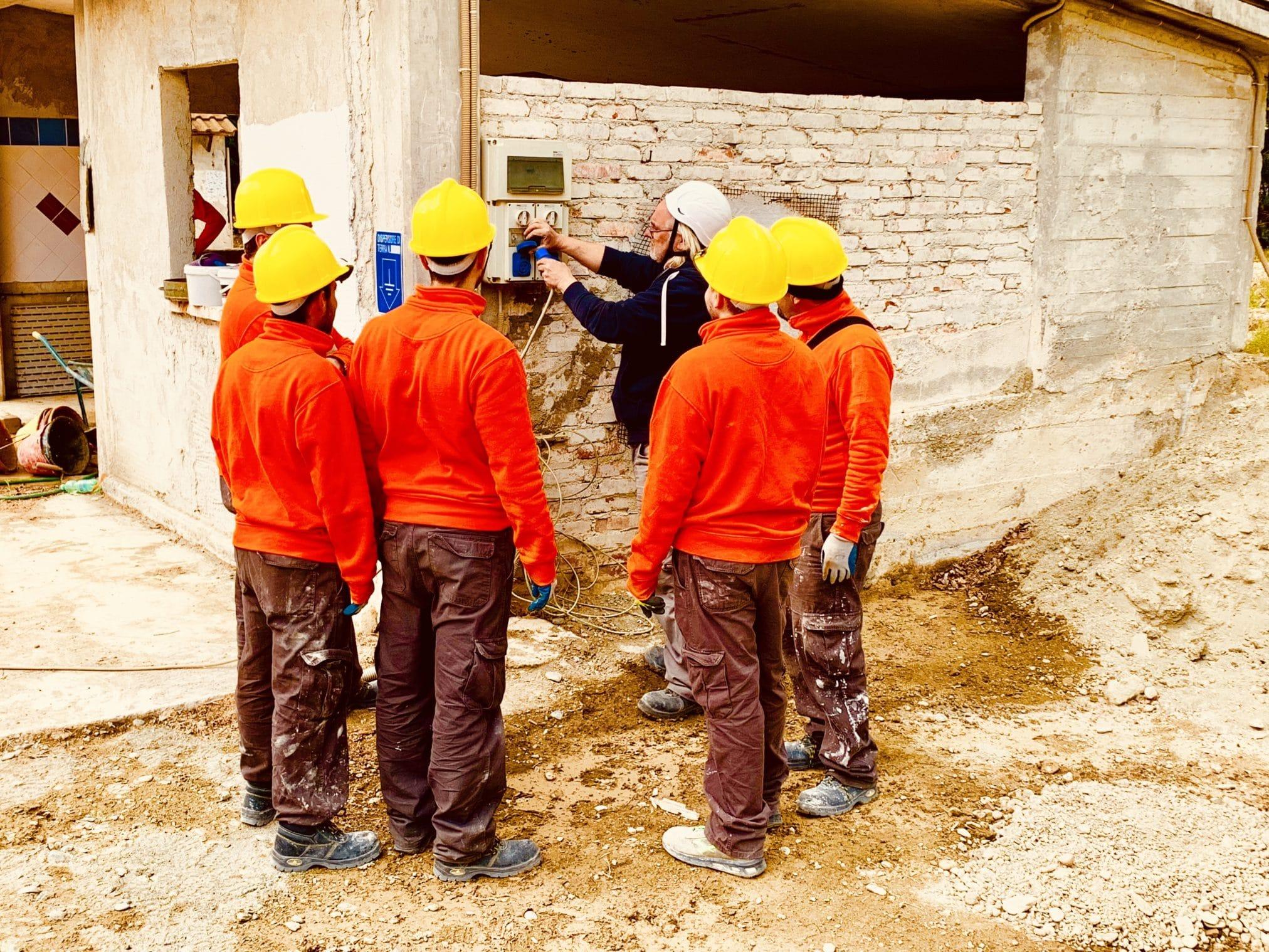 Cantiere di incontri per lavoratori edili